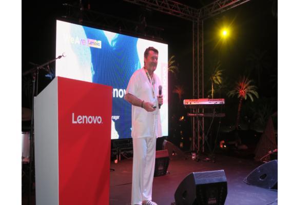 lenovo lleva a sus clientes a marrakech y crea una atmsfera que les haga diferentes