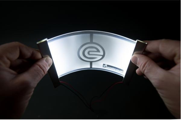 evonik fabrica y crea pantallas para dispositivos mviles