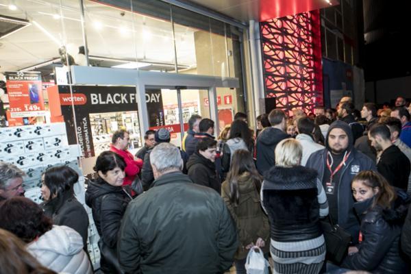ms de 500 personas consiguieron las mejores ofertas de worten en su premier de black friday