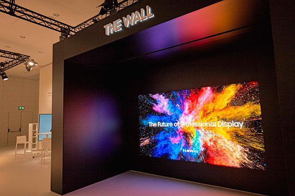 the wall professional protagonistanbspen el stand de samsung electronics en ise 2018