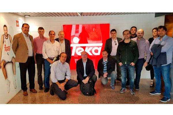 ytelva realiza una sesin de trabajo con el equipo comercial de teka