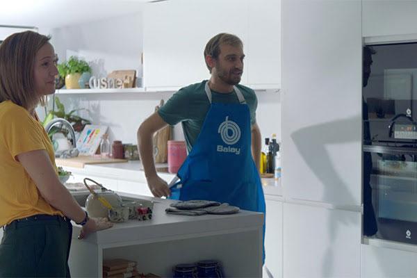 balay presenta en televisin sus nuevos hornos serie cristal