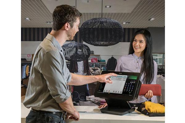 toshiba lanza un equipo dirigido al comercio minorista adaptable a los flujos de clientes en cada momento