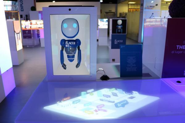 robots y pulseras inteligentes los nuevos compaeros de viaje en el hotel 40