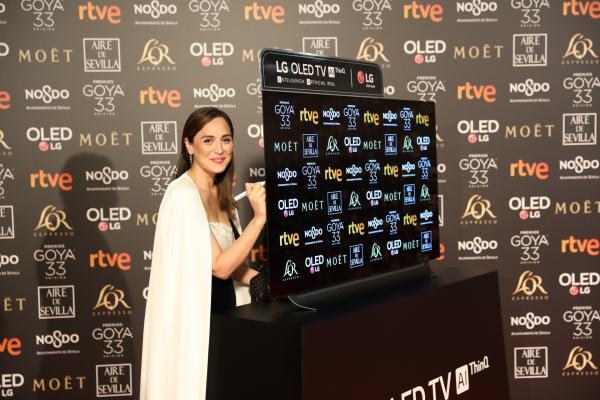 cooperacin internacional subasta el televisor lg oled ms solidario de los premios goya