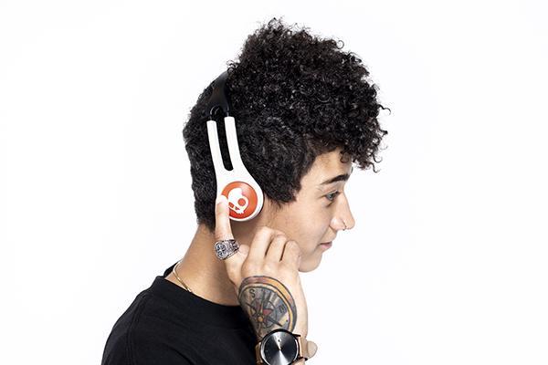 somos el producto que pone la banda sonora a todo lo que importa a los consumidores