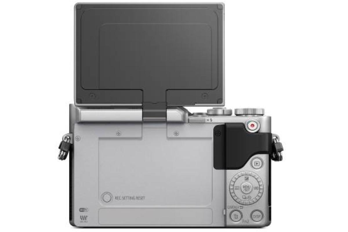 la nueva lumix gx880 sin espejo con pantalla abatible y vdeo 4k