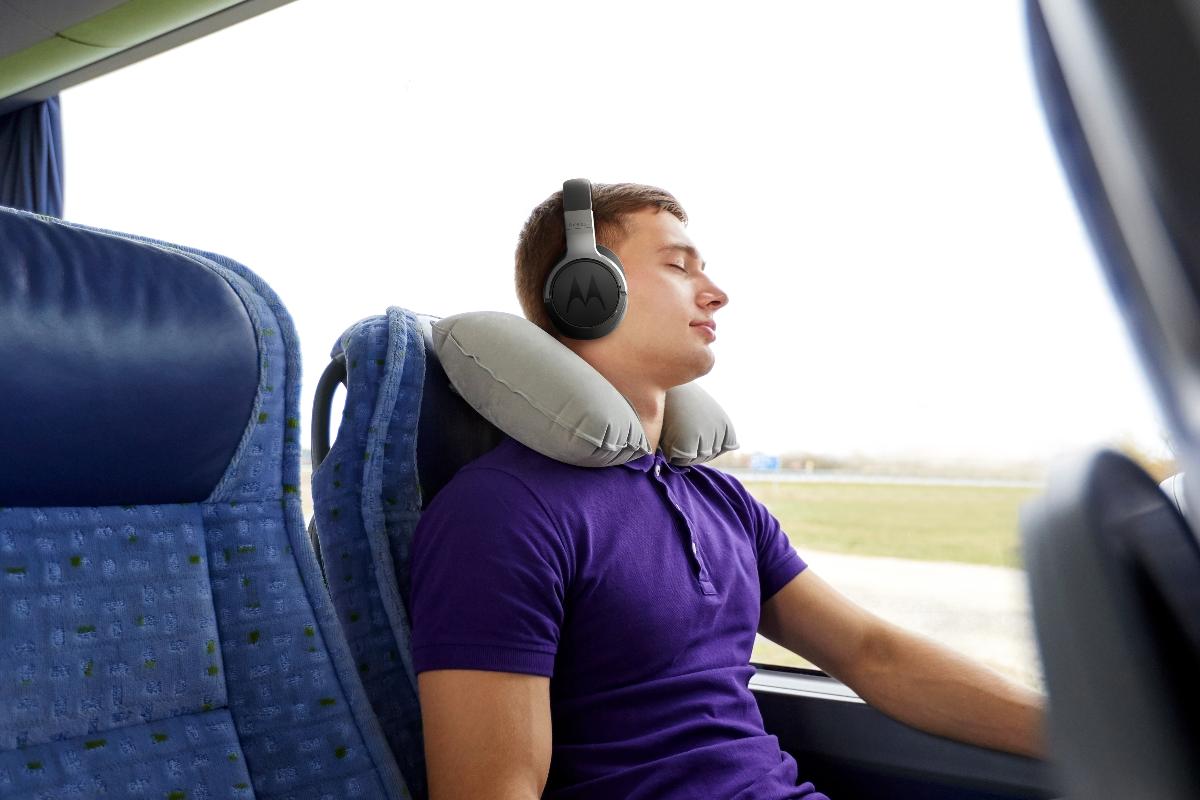 motorola presenta los nuevos auriculares escape 500 anc