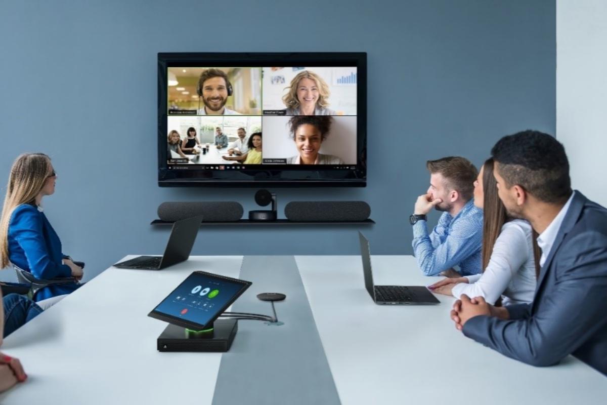 thinksmart hub 500 para zoom rooms ofrece videoconferencias de forma fiable puntual y eficiente