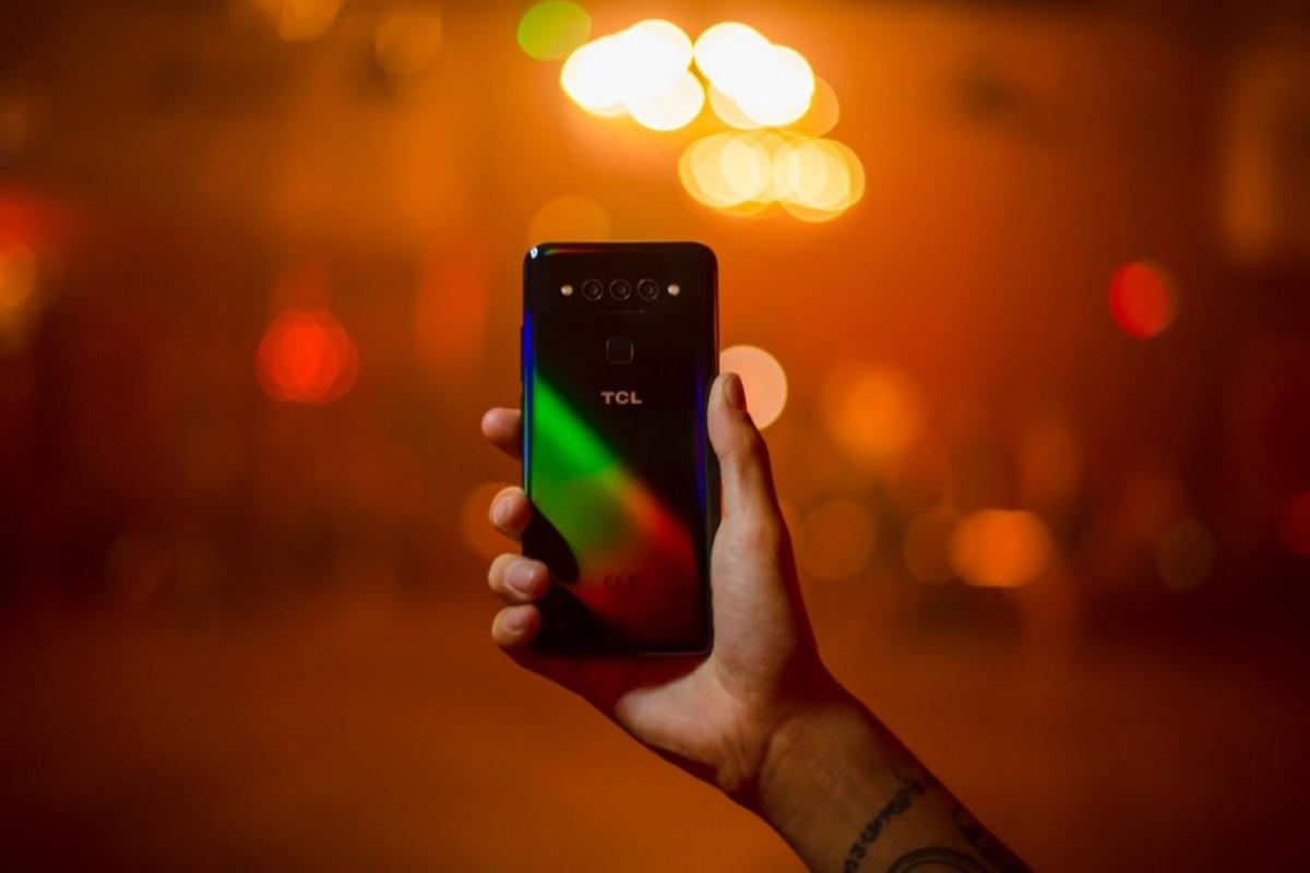 tcl incorpora su experiencia en pantallas en su nuevo smartphone tcl plex