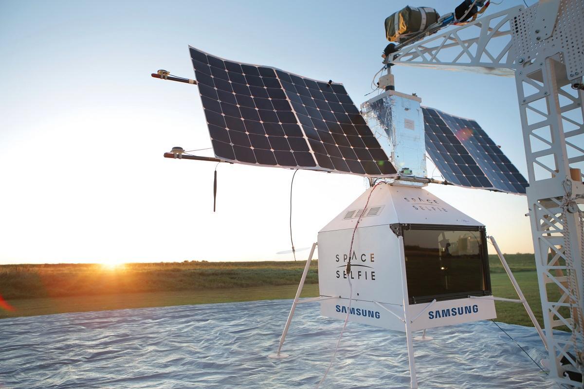 samsung roza los lmites de la innovacin al acercar a los usuarios al borde del espacio