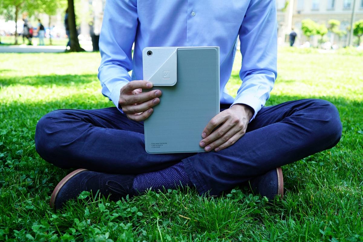 tucano presenta tres estilos de fundas para el nuevo ipad 102