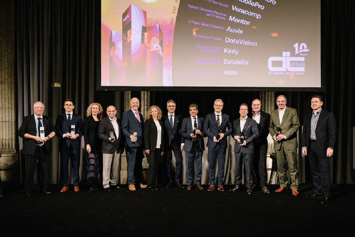 nec celebra los display trends forum partner awards