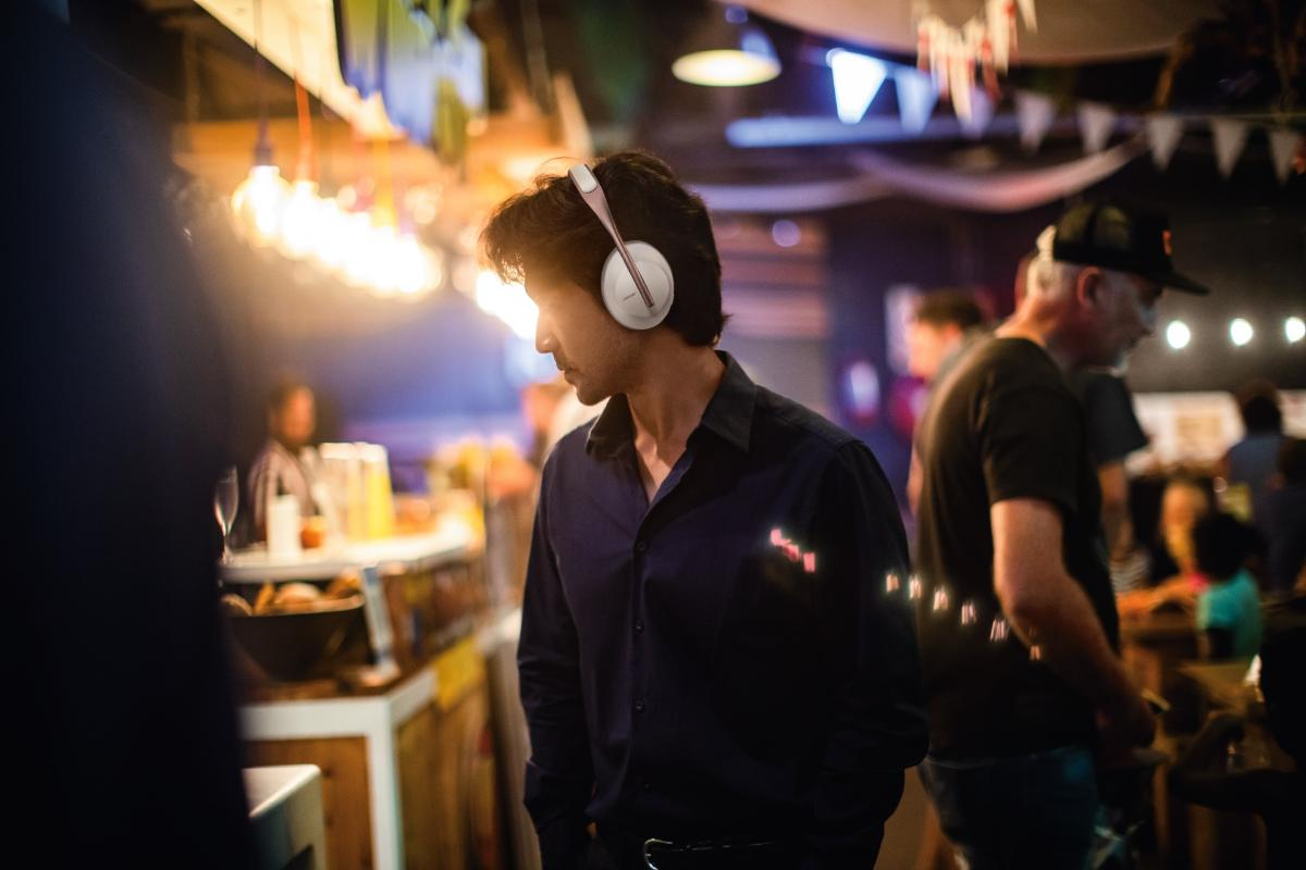bose-noise-cancelling-headphones-700-soapstone-auriculares-con-sonido-envol