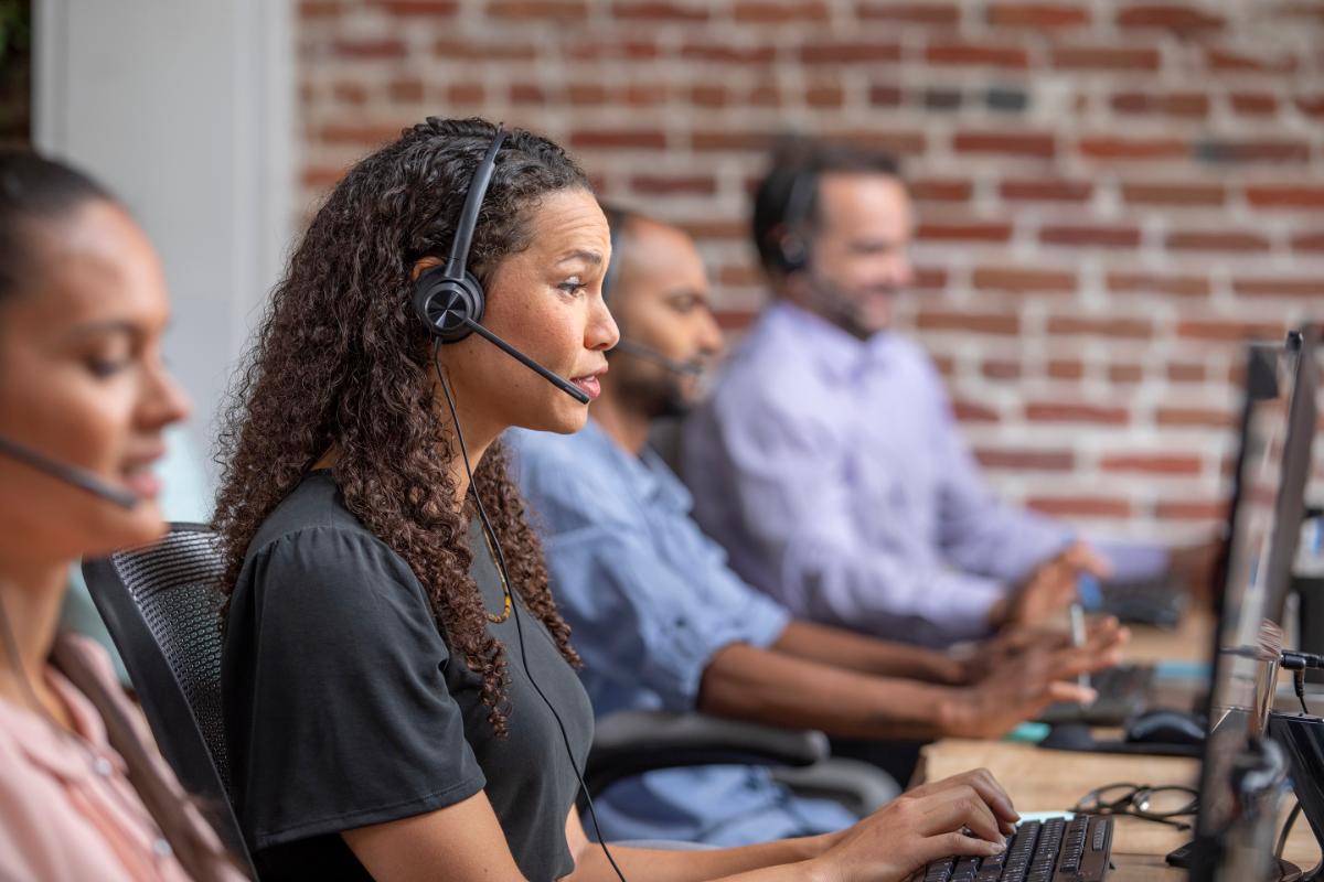 poly desarrolla dispositivos para mejorar la experiencia de atencin al cliente