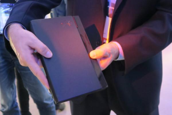 lenovo-muestra-el-primer-ordenador-portatil-foldable-del-mundo-en-su