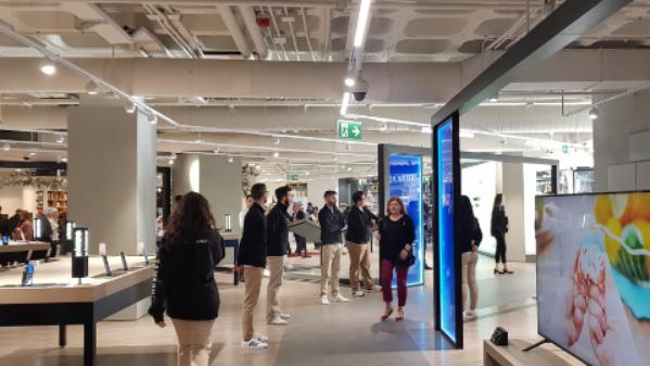 samsung-abre-en-valencia-una-tienda-con-las-experiencias-tecnologicas