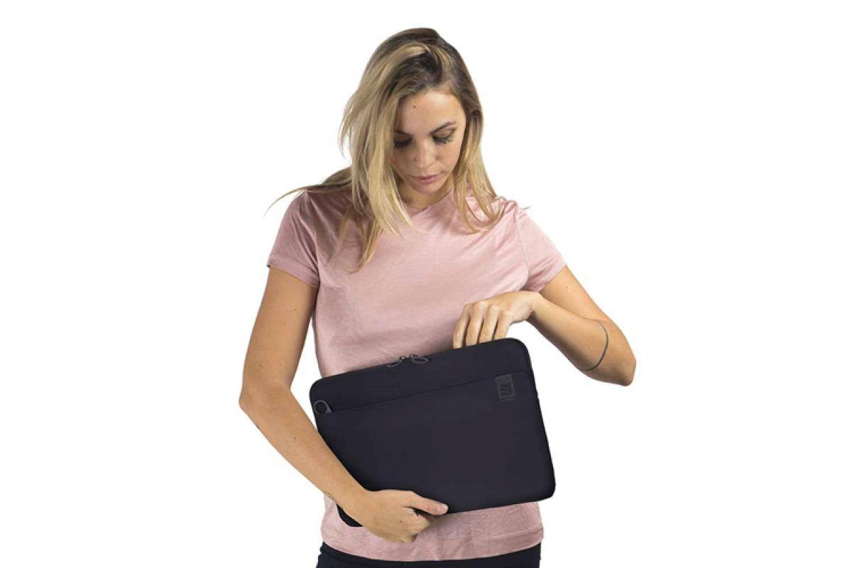 manten-tu-macbook-pro-16-protegido-y-marca-estilo-con-tucano-
