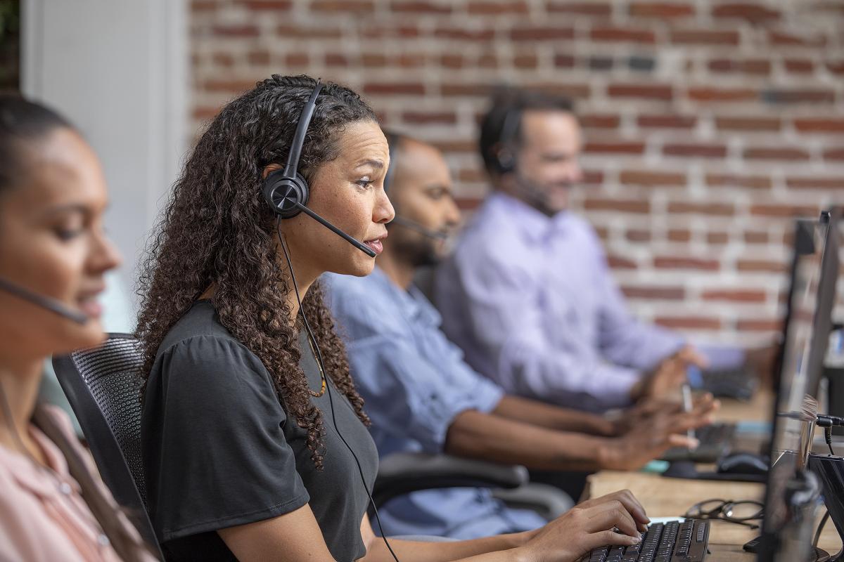 poly-exhibe-en-call-center-world-sus-soluciones-para-comunicaciones-unifica