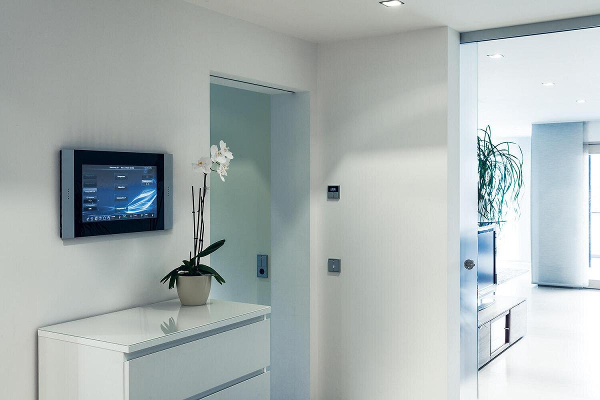 smart control toma el control de tu hogar con las pantallas tctiles de jung