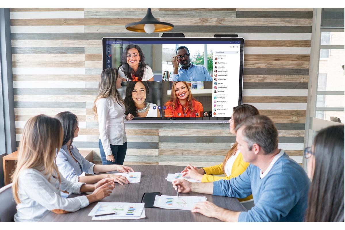 sharp lanza la primera pantalla interactiva certificada por microsoft para empresas