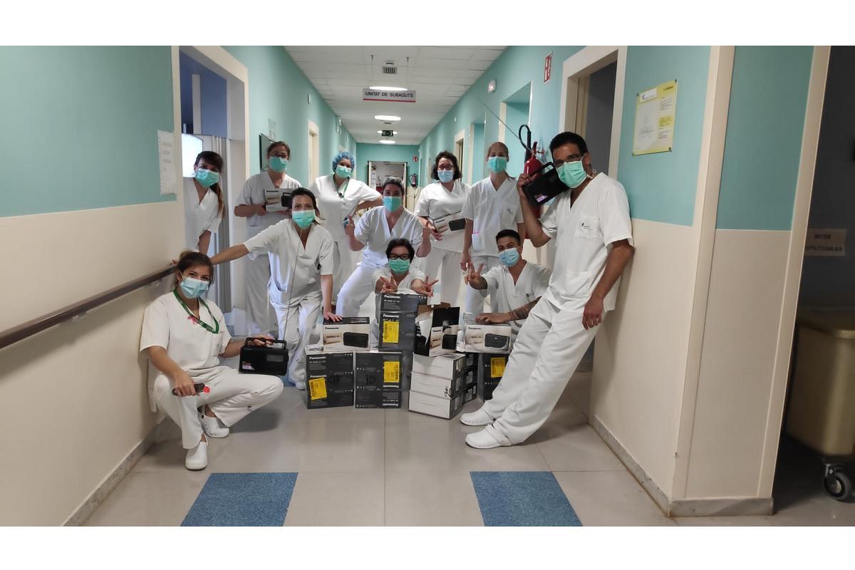 panasonic entrega radios solidarias a hospitales y residencias
