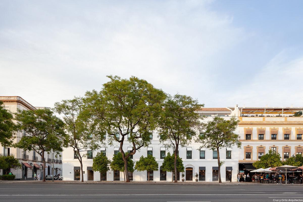 mitsubishi electric premia al hotel kivir de sevilla y al mercado sant antoni de barcelona por su eficiencia