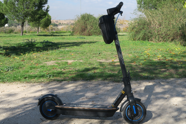 un patinete elctrico estable que se disfruta