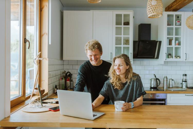 el domingo por la maana el momento ideal para la compra online en 2020