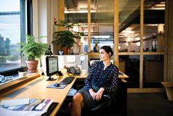 plantronics ofrece consejos para una espalda y unas cervicales sanas en el puesto de trabajo