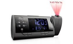 una radio despertador proyecta la hora en 360