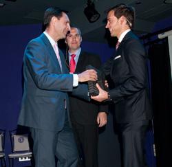 tech data premiada por apc by schneider electric como mejor mayorista en 2011