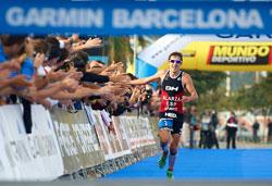 fernando alarza gana el garmin barcelona triathlon