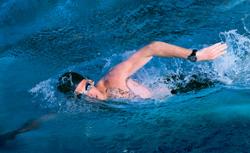 garmin lanza un reloj para los nadadores ms exigentes