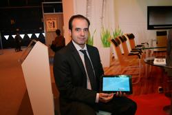 vestel muestra en interdidac sus pizarras digitales y sus tabletas