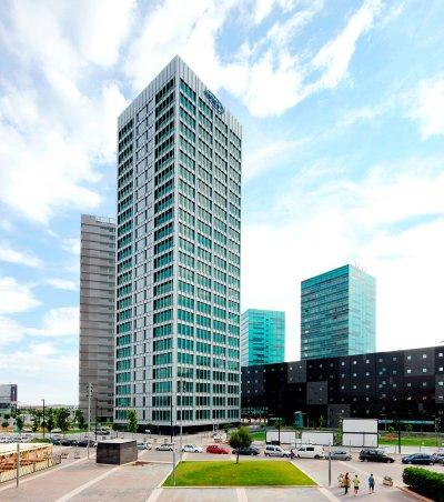 blackberry y toshiba se instalan en torre inbisa plaza europa durante el mobile world congress