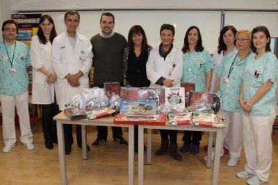 cirkuit planet reparti alegra en forma de regalos por los hospitales valencianos