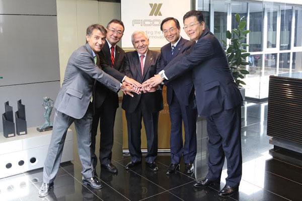 ficosa y panasonic oficializan su alianza con la visita de kazuhiro tsuga