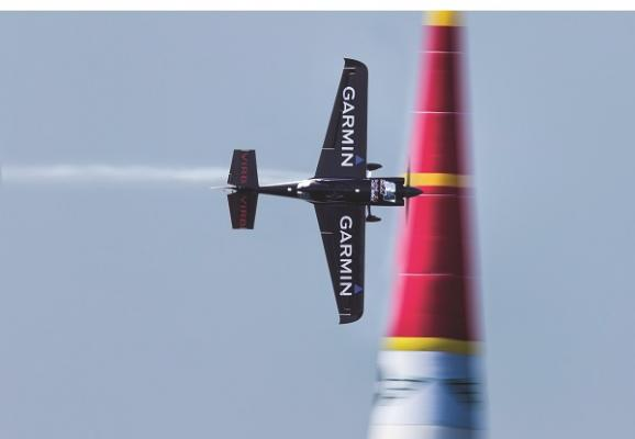 garmin protagonista de la competicioacuten aeronaacuteutica red bull air race