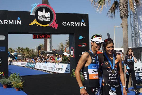 mario mola y carolina routier vencedores de la garmin barcelona triathlon 2015