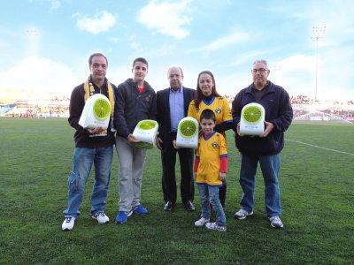 olimpia splendid entrega los premios en el partido de ftbol ad alcorcon
