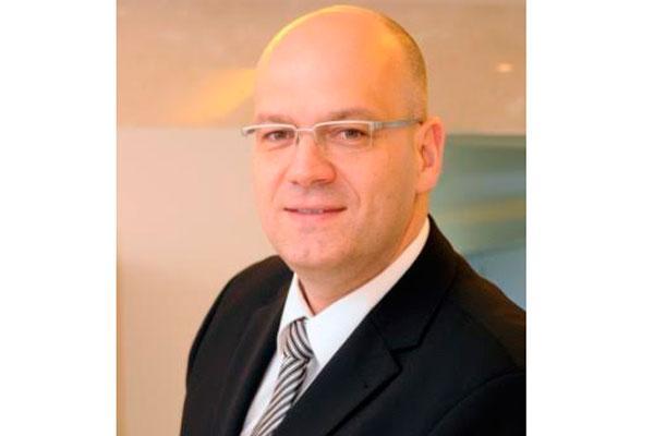 oliver ebel vicepresidente y director general de emea en las aacutereas de smartphones y wearables de lenovo