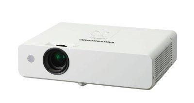 panasonic ampla su gama de proyectores lcd porttiles