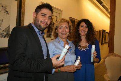 philips ayuda a las mujeres con el visapure deep pore y el visacare