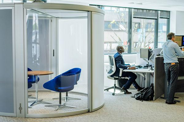 plantronics presenta sus nuevas oficinas y sus soluciones mejoradas para auriculares