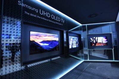 samsung electronics muestra el primer televisor curvado uhd del mundo