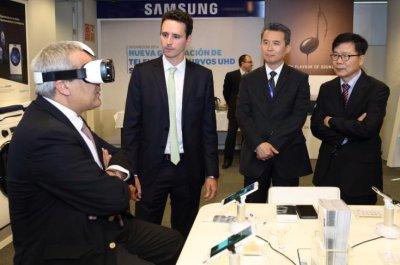 samsung recibe la visita en sus instalaciones del secretario de estado de telecomunicaciones