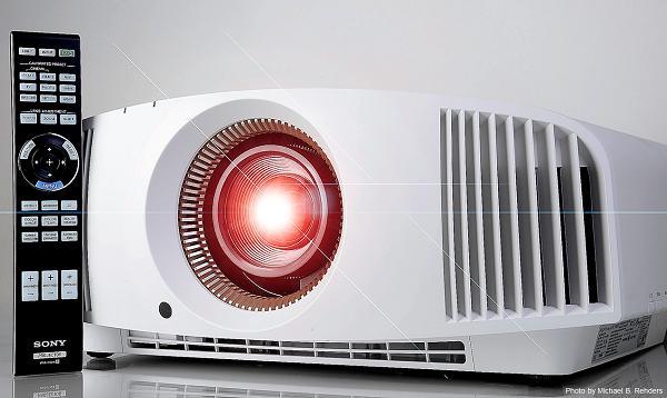 sony ofrece una realidad maacutes brillante con su nuevo proyector de home cinemanbsp